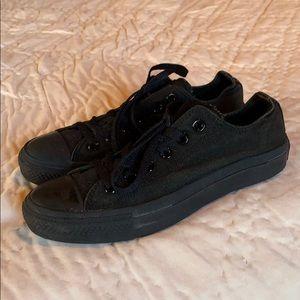 Converse all black sneaker